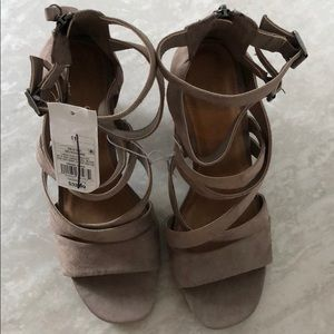NWT Emmie Thick Strap Heeled Pumps Gray